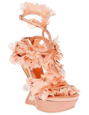 Buty z wiosennej kolekcji domu mody Alexander McQueen