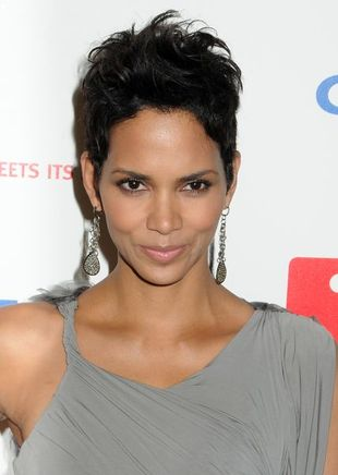 Halle Berry w kreacji Very Wang
