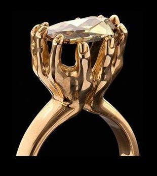 Nietypowe pierścionki zaręczynowe prosto z Londynu