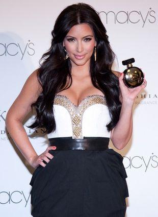 Kim Kardashian promuje swoje perfumy