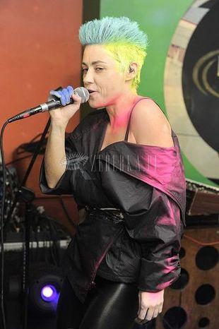 Marysia Peszek w kolorowym jeżyku