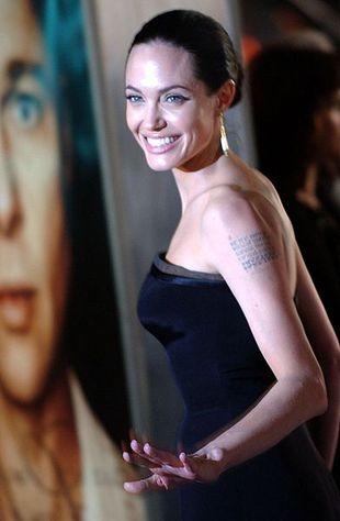 Angelina w sukni Versace
