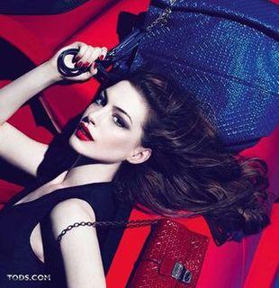 Anne Hathaway w kampanii marki Tod's (FOTO)