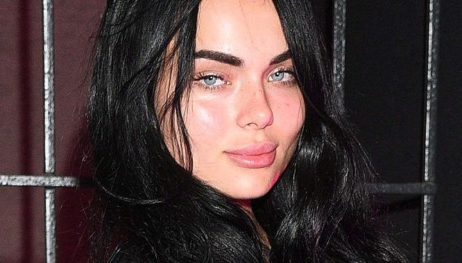 """<b>Luxuria Astaroth, a tak właściwie to Kamila Smogulecka, swoją karierę zaczęła od teledysków Donatana. Dziewczynę, która seksownie ubijała masło kojarzą chyba wszyscy. Luxuria słynęła ze swoich kobiecych kształtów, pewnego dnia stwierdziła jednak, że """"jest jej już za dużo"""" i postanowiła zostać kolejną polską """"fit queen"""".</b> ZOBACZ: <a href=""""http://www.zeberka.pl/art/ktos-odwazyl-sie-skomentowac-usta-luxurii-astaroth-foto-43772"""" target=""""_blank""""><b>KTOŚ ODWAŻYŁ SIĘ SKOMENTOWAĆ USTA LUXURII ASTAROTH</b></a>"""