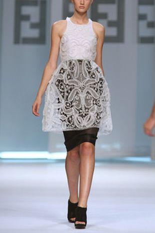 warstwowa sukienka fendi