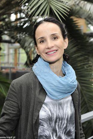 Viola Kołakowska w kocim t-shircie