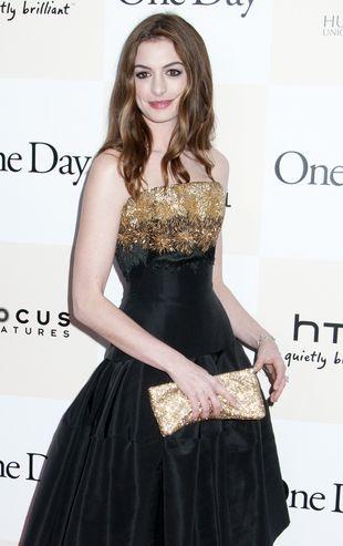 Anne Hathaway w sukience od Alexandra McQueena (FOTO)