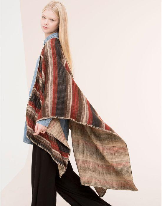 Wyprzedaż w Pull & Bear - Przegląd 10 ponch i kimon na zimę