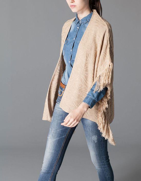 Blanket Cape - Modne peleryny w nowym trendzie Stradivariusa