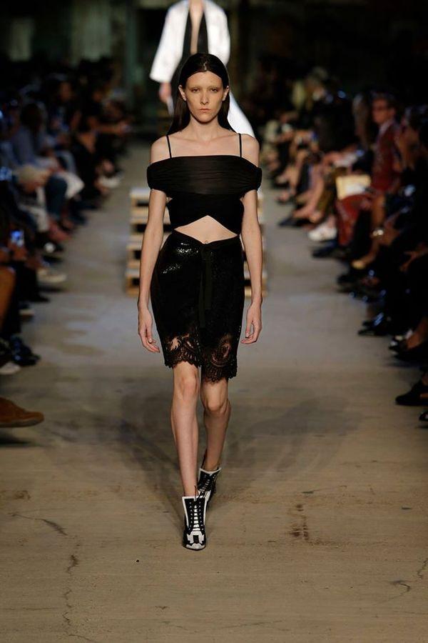 Obłędna kolekcja Givenchy na wiosnę/lato 2016 (FOTO)