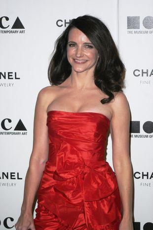 Kristin Davis w czerwieni od Oscara de la Renta (FOTO)