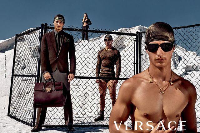 Piękna Gigi Hadid w najnowszej kampanii Versace (FOTO)