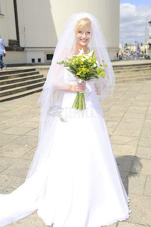 Marta Szulawiak w sukni ślubnej własnego projektu