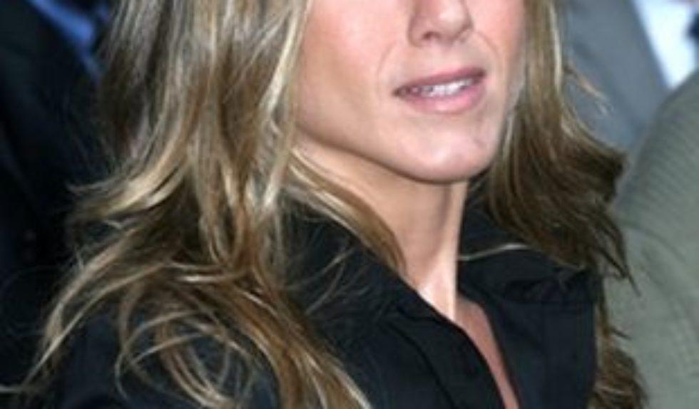Aniston nago jennifer Bette Midler