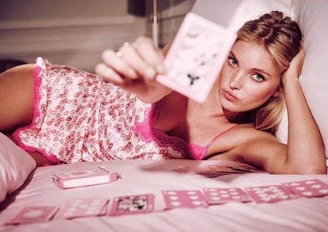 Seksowna Elsa Hosk gwiazdą walentynowej kampanii VS (FOTO)