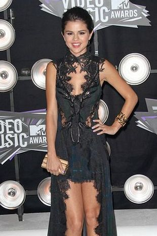 Selena Gomez w sukni Julien MacDonald (FOTO)