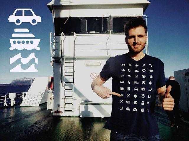 W co się ubrać na podróż? Oto idealny t-shirt! (FOTO)