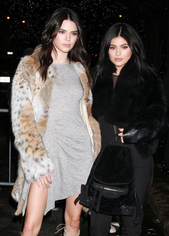 A jednak się doczekały... Kylie i Kendall Jenner dostały pozew za t-shirty...