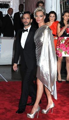 Potwierdzone: Kate Moss pisze autobiografię