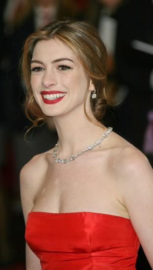 Hathaway i Paltrow zapłacono za noszenie klejnotów