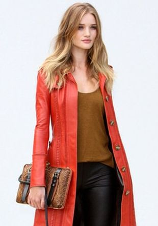 Rosie Huntington-Whiteley w Burberry (FOTO)
