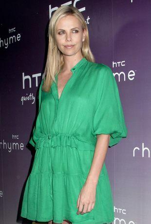 Charlize Theron w sukience Chloe (FOTO)
