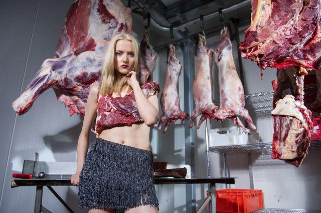 Top Model 4 - Szokująca sesja z mięsem...