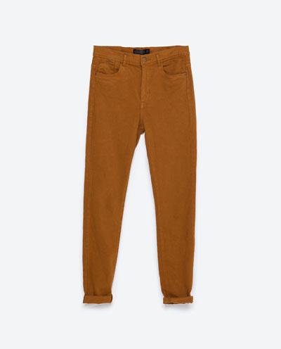 Wyprzedaż w Zarze - 11 modnych jeansów w różnych stylach
