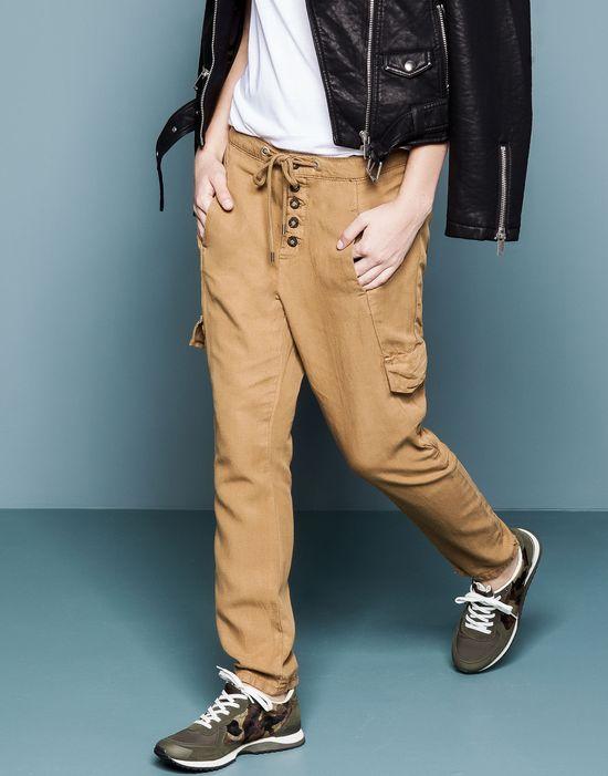 Militarny styl w dziewczęcym w jesiennej wersji od Pull&Bear
