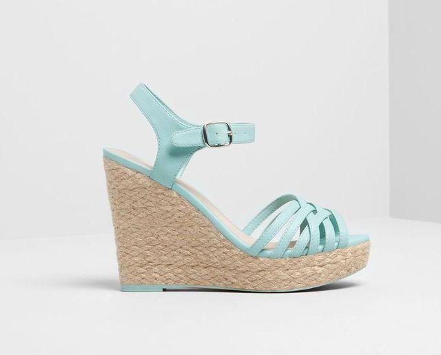 Kolorowe buty na lato - przegląd propozycji Pull&Bear (FOTO)