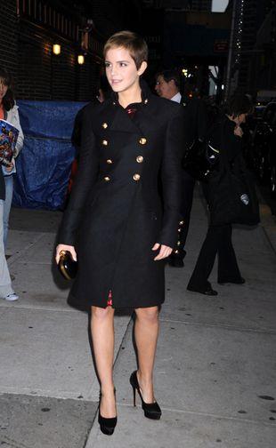 Emma Watson w płaszczu Burberry (FOTO)