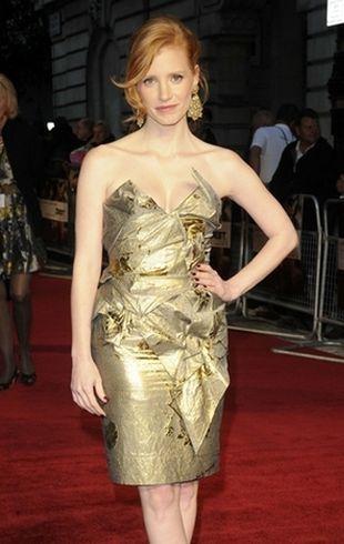 Skąpana w złocie Jessica Chastain (FOTO)