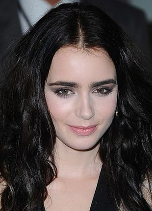 Lily Collins w Versace (FOTO)
