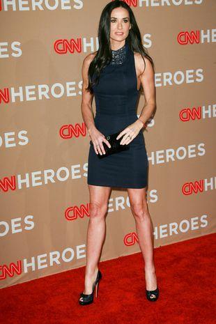 Demi Moore w granatowej mini (FOTO)