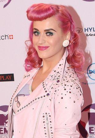Katy Perry odważnie stawia na róż (FOTO)