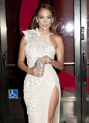 Jennifer Lopez lśni w Versace (FOTO)