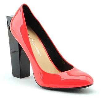Buty z wystającym obcasem