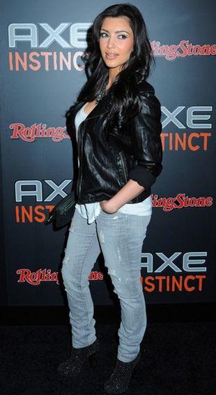 Kim Kardashian uległa modzie na podarte dżinsy
