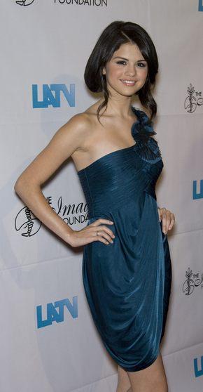 Selena Gomez w szmaragdowej sukience