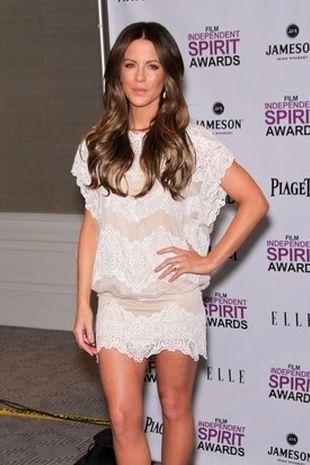 Kate Beckinsale pokazuje nogi (FOTO)