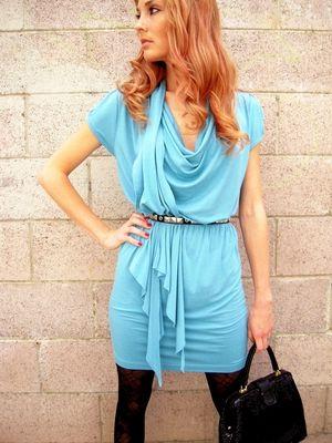 Dzianinowa sukienka z szalem