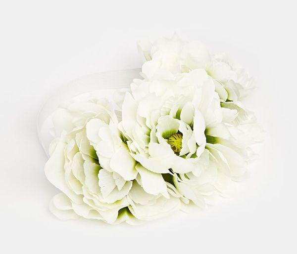 Najmodniejsze w tym sezonie opaski z kwiatami