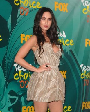 Megan Fox: krótko i z dekoltem