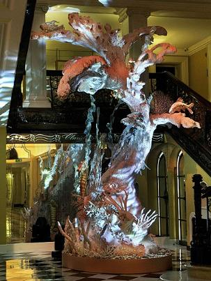 Świąteczne drzewko Johna Galliano - zobaczcie gotowe dzieło