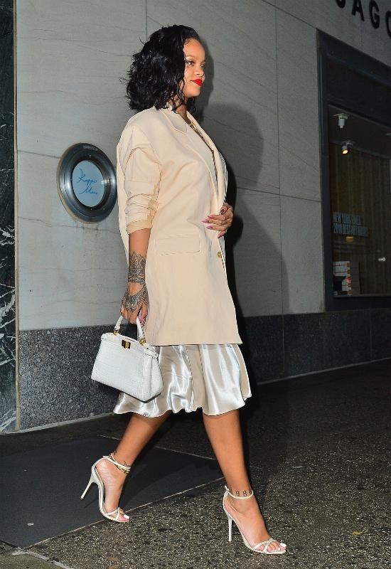 Rihanna chudnie w oczach i rezygnuje z doczepów. Fani martwią się o jej zdrowie!
