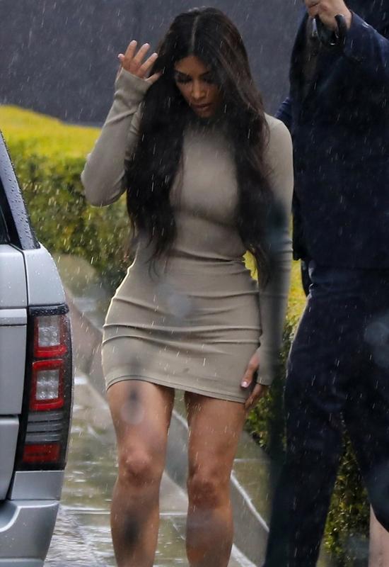 Kim Kardashian znowu zmienia kolor włosów! Będzie tęskniła za różem!