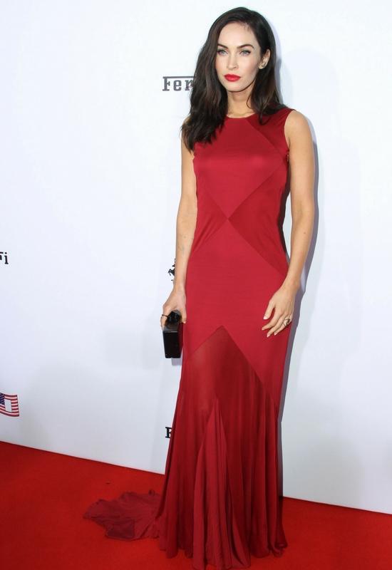 WOW! Wizażystka Megan Fox i Natalie Portman ostrzega kobiety przed wyrywaniem...