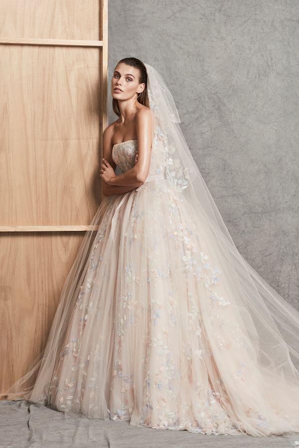 Zakochacie się w cudownych sukniach ślubnych Zuhaira Murada! (FOTO)