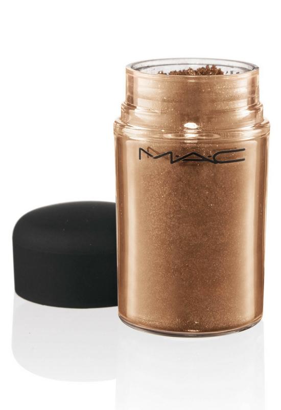 Ten opalizujący pigment Mac Cosmetics jest hitem, a nie ma go jeszcze na rynku