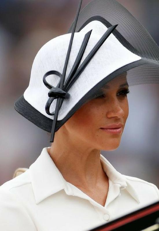 Meghan Markle debiutuje w nowych brwiach! Są inspirowane brwiami Audrey Hepburn!